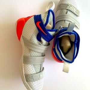 NEW!Nike LeBron James Zoom 6.5 youth. NEW!